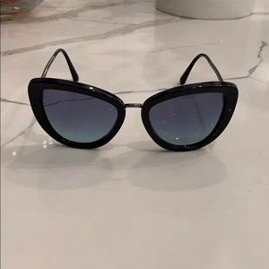 Practically brand new navy blue Chanel SUNGLASSES!
